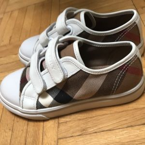 Burberry sneakers girl ( authentic)